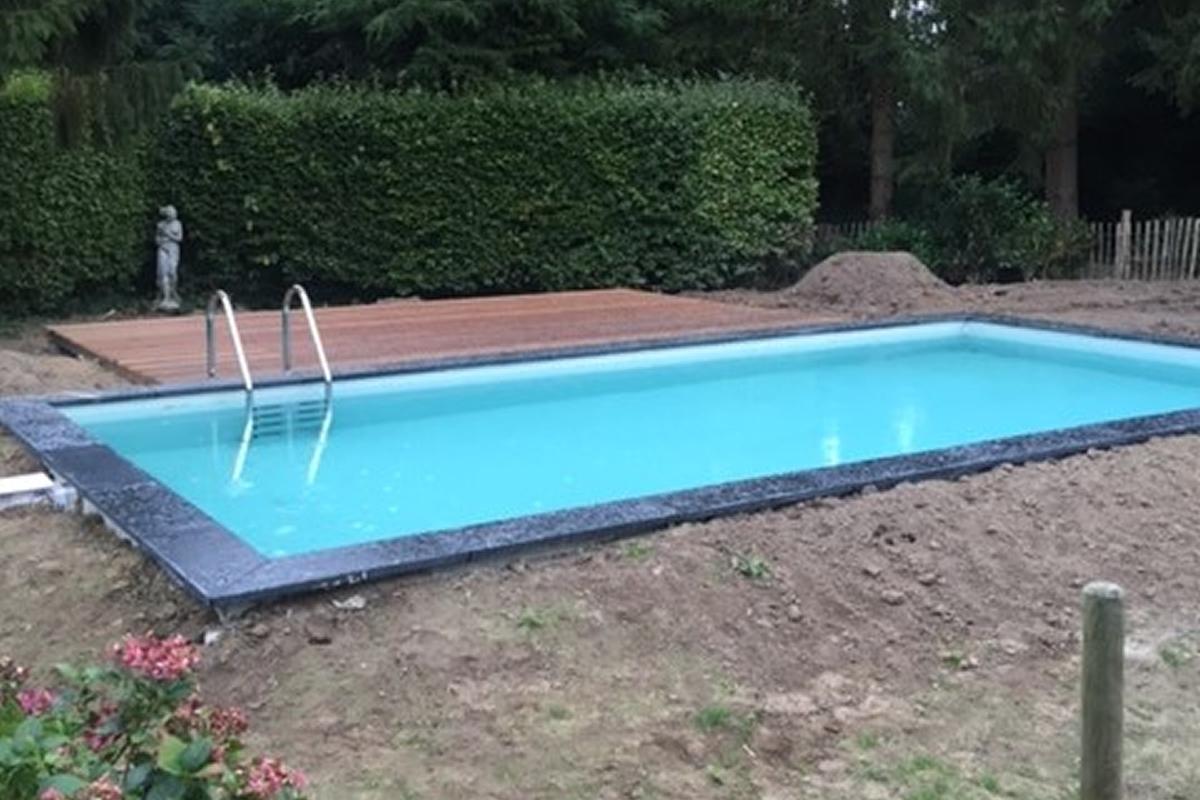 Zwembad met houten ombouw free zwembad aangelegd door for Houten zwembad bouwen
